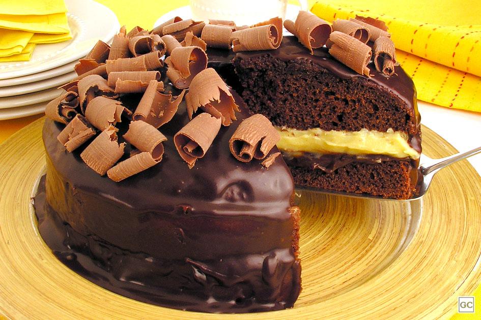 Dia do Chocolate - Bolodo de chocolate recheado com dois brigadeiros