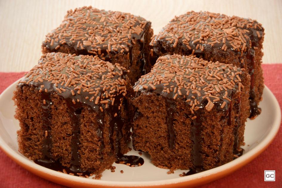 Dia do Chocolate - Bolo de chocolate fofinho com calda