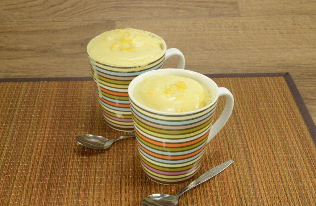 Bolo de caneca de limão siciliano e laranja