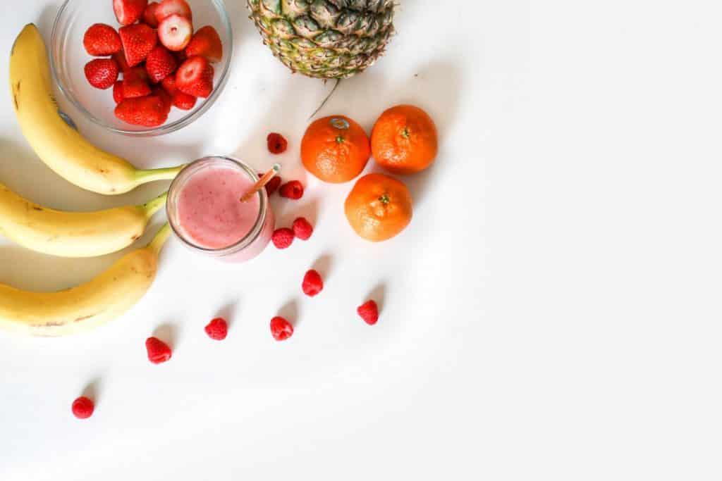 Como Ganhar Dinheiro no Natal - Imagem de frutas sobre fundo branco