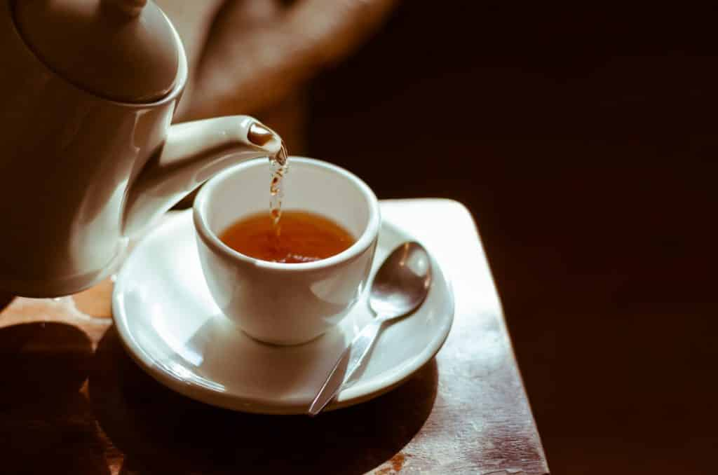 Alimentos que ajudam e atrapalham o sono: chá