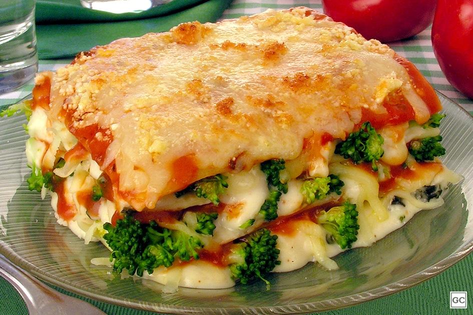 Lasanha de brócolis com queijo
