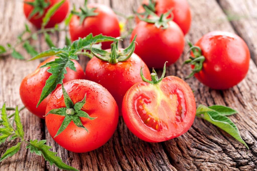Tomate alimentos que fortalecem o sistema imunológico
