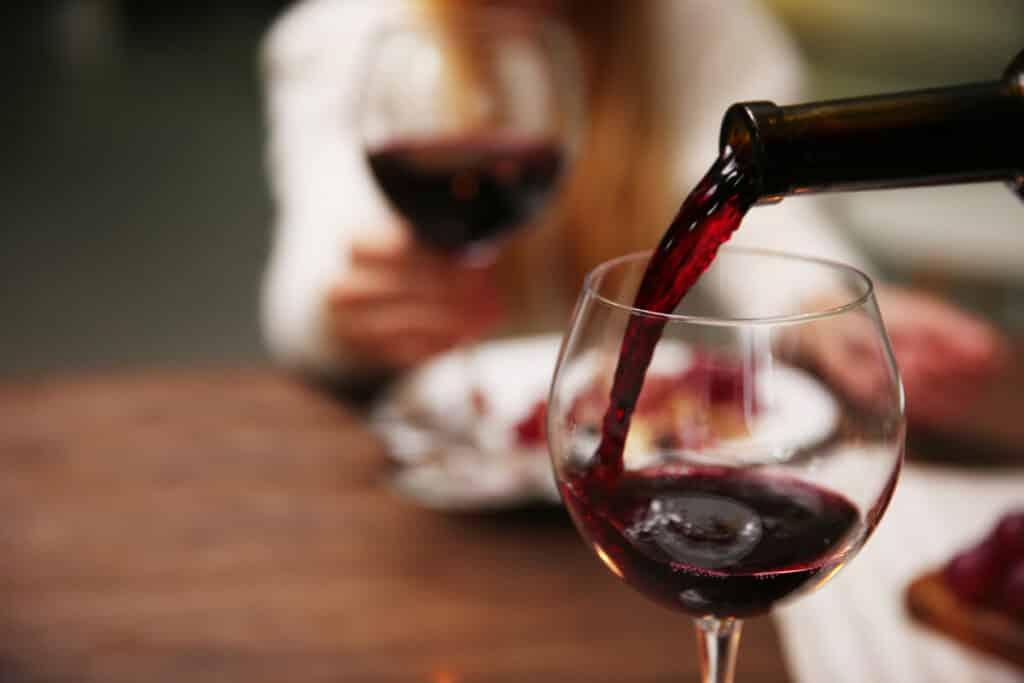 O que combina com vinho tinto