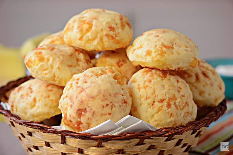 café da tarde - pão de queijo simples