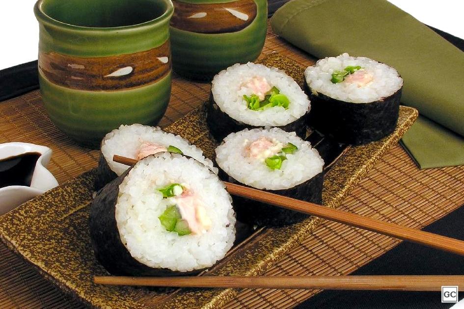 comida japonesa - sushi de salmão