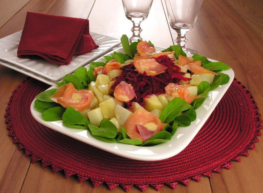salada com salmão